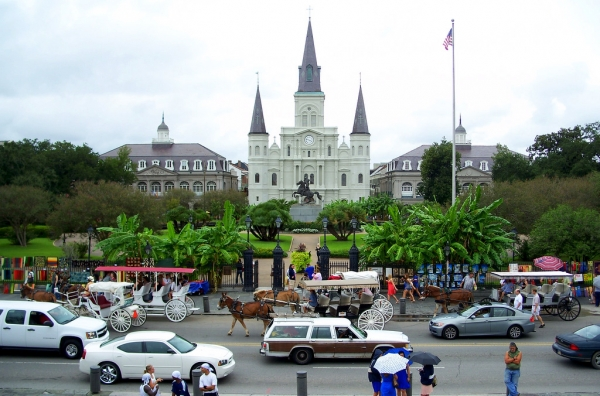 new-orleans-2-7-jackson-square-st-louis-cathedral-decatur-street