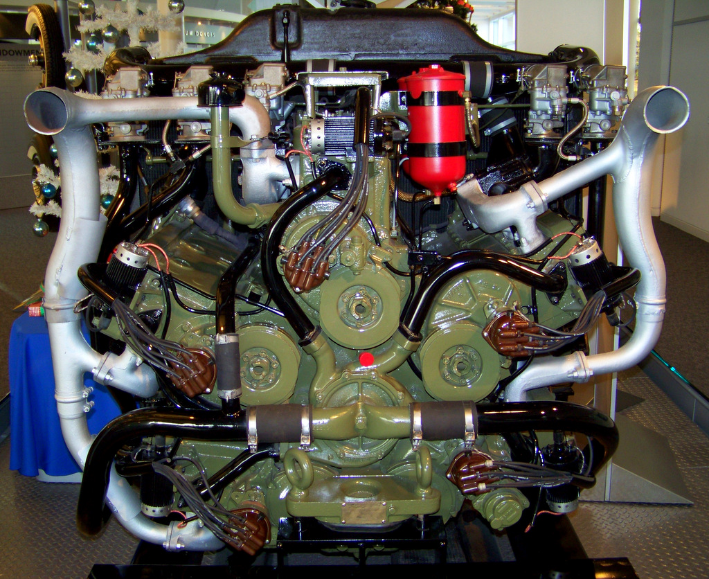 1940s-chrysler-30-cylinder-tank-engine