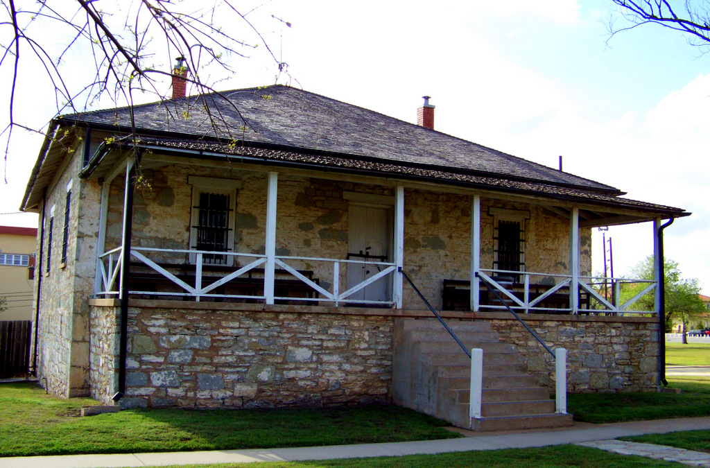 geronimo-guardhouse-at-fort-sill-oklahoma