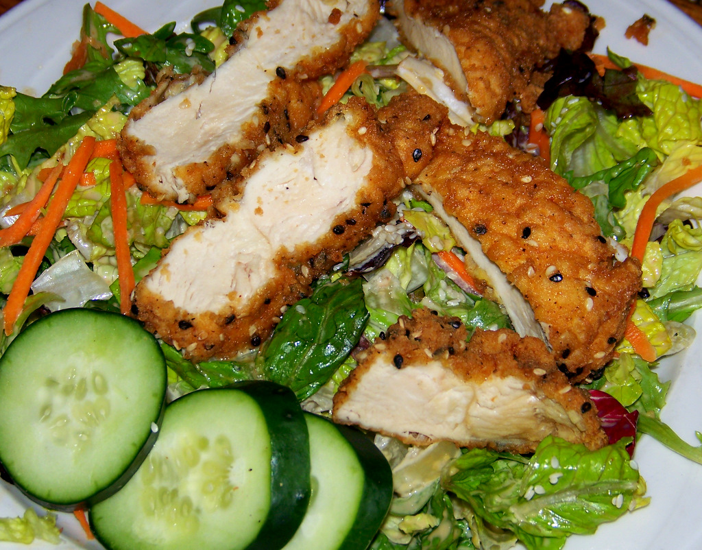 lilys-seafood-royal-oak-michigan-8-sesame-crusted-chicken-salad